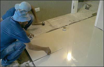 profissional da construção civil trabalhando